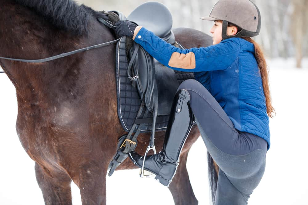 5 Easy Steps to Mount a Horse Safely